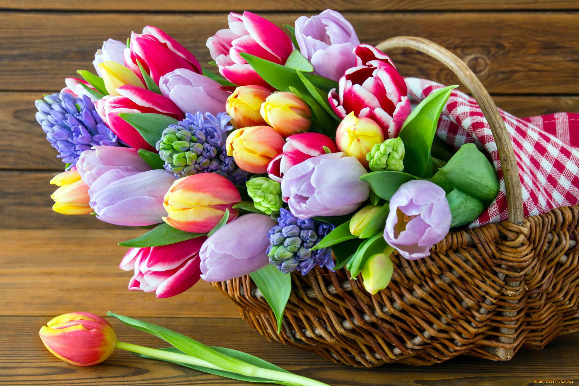 Картинки тюльпаны красивые букеты на столе